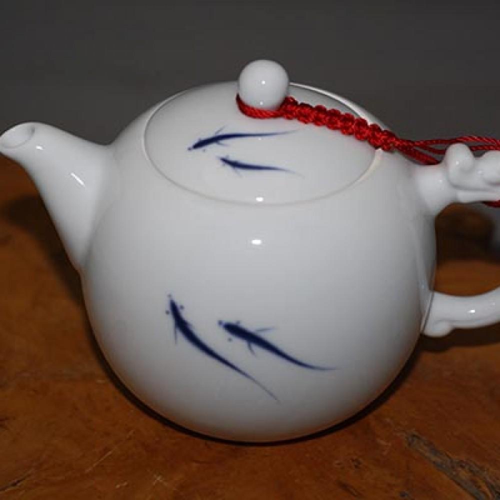 淡青魚玉瓷壺